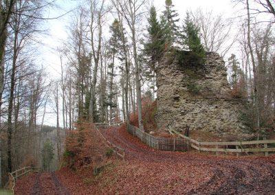Ruine à l'entrée sud de l'esplanade